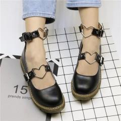 Туфли черные на низком ходу с металлическими сердечками на ремешках