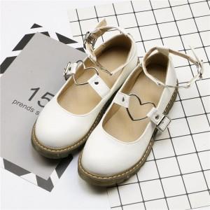 Туфли белые на низком ходу с металлическими сердечками на ремешках