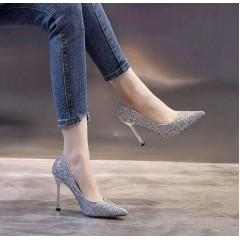 Серебряные туфли с заостренным носком