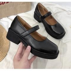 Туфлі на маленькому широкому каблуці і тонкій підошві з круглим носком і ремінцем - Мері Джейн