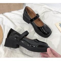 Лакові туфельки на маленькому підборах з круглим носком і ремінцем чорні - Мері Джейн