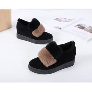 Коротенькі хутряні чорні черевики жіночі