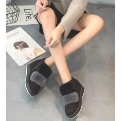 Коротенькие меховые черные ботинки женские
