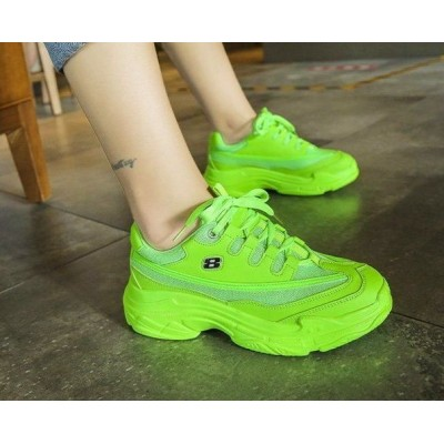 Зеленые женские кроссовки летние