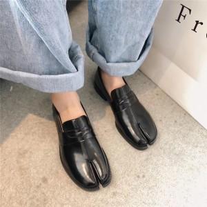Женские черные туфли с раздвоенными носками - таби